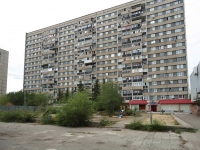 Togliatti, Revolyutsionnaya st, house 44. Apartment house