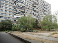 Togliatti, Revolyutsionnaya st, house 50. Apartment house