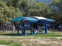 Togliatti, Revolyutsionnaya st, house 18. Apartment house