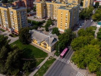 Togliatti, st Respublikanskaya, house 20. Apartment house