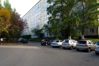 Togliatti, Sverdlov st, house 32. Apartment house