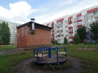 Togliatti, Topolinaya st, house 33. Apartment house