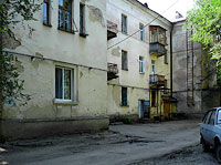 Syzran, Gogol st, house 10. Apartment house with a store on the ground-floor