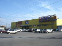 "neighbour house: st. Internatsionalnaya, house 151А. shopping center ""Автобус"""