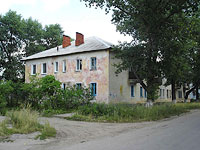 neighbour house: st. Kadrovaya, house 42. Apartment house