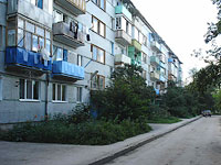 neighbour house: st. Kadrovaya, house 44. Apartment house