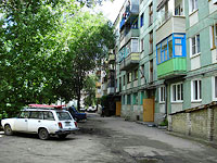 neighbour house: st. Krasilnikov, house 38. Apartment house