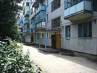 neighbour house: st. Novostroyashchayasya, house 28. Apartment house