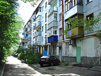 neighbour house: road. Ulyanovskoe, house 5. Apartment house