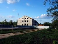 基涅利,  . 建设中建筑物
