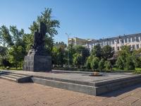 соседний дом: пл. Театральная. памятник борцам социалистической революции 1917 года