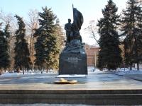 萨拉托夫市, 纪念碑 бойцам участникам социалистической революции 1917 годаTeatralnaya square, 纪念碑 бойцам участникам социалистической революции 1917 года