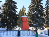 neighbour house: sq. Lenin. monument В.И. Ленину