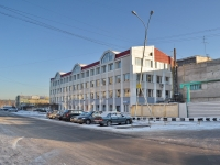 neighbour house: st. Pervomayskaya, house 122. office building