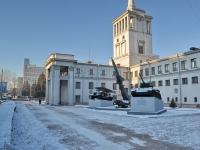 "neighbour house: st. Pervomayskaya. monument ""Пьедестал военной техники"""