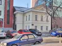 neighbour house: st. Tolmachev, house 7. office building