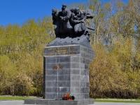 隔壁房屋: st. Bolshakov. 纪念碑 воинам-спортсменам Урала, участникам ВОВ