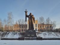 neighbour house: st. Dekabristov. monument Уральцам, ковавшим Победу