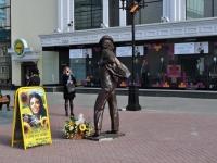 Yekaterinburg, monument Майклу ДжексонуVayner st, monument Майклу Джексону