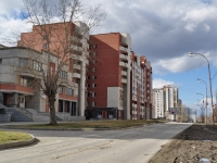 Yekaterinburg, Serov st, house 38. Apartment house