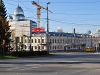 соседний дом: ул. Малышева, дом 68А. училище Свердловское художественное училище имени И.Д. Шадра