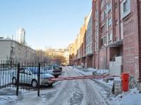 Yekaterinburg, Mamin-Sibiryak st, house 130. Apartment house