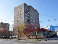 Yekaterinburg, st Selkorovskaya, house 2. Apartment house with a store on the ground-floor