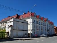 隔壁房屋: st. Proletarskaya, 房屋 7. 管理机关 Управление Федеральной службы судебных приставов по Свердловской области