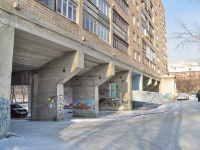 Екатеринбург, улица Испанских рабочих, дом 28. многоквартирный дом
