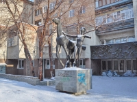 neighbour house: st. Ispanskikh rabochikh. sculpture Мальчик с лошадью