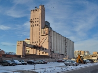 隔壁房屋: st. Chelyuskintsev, 房屋 58. 工厂(工场) Екатеринбургский мукомольный завод, ОАО