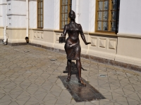 neighbour house: st. Vokzalnaya. sculpture Проводница