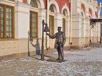 neighbour house: st. Vokzalnaya. sculpture Станционный смотритель