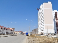 Yekaterinburg, Krasnolesya st, house 30. Apartment house