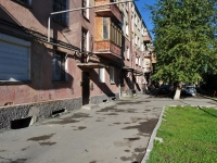 Yekaterinburg, Il'icha st, house 8. Apartment house
