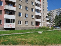 Yekaterinburg, Il'icha st, house 33. Apartment house