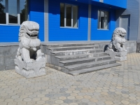 "neighbour house: st. Il'icha. sculpture ""Львы"""