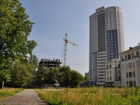 Yekaterinburg, Kalinin st, house 1. Apartment house