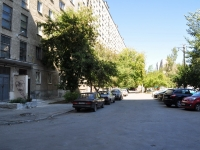 Yekaterinburg, Bakinskikh Komissarov st, house 58. Apartment house