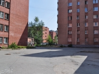 Yekaterinburg, Krasnykh Bortsov st, house 15. Apartment house