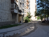 Yekaterinburg, Uralskikh rabochikh str, house 10. Apartment house