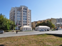 Yekaterinburg, Pobedy st, house 4. Apartment house