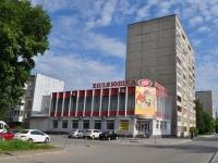 叶卡捷琳堡市,  , house 32. 公寓楼