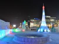 Екатеринбург, улица 8 Марта. скульптурная композиция Ледовый городок