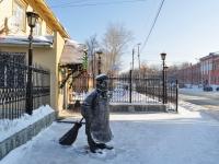 """Берёзовский, улица Ленина. скульптура """"Дворник"""""""