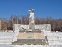 Берёзовский, улица Театральная. памятник Солдатам Великой Отечественной войны