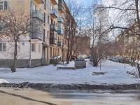 Verkhnyaya Pyshma, Uralskikh rabochikh st, house 33. Apartment house