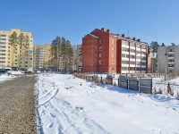 Verkhnyaya Pyshma, Mashinostroiteley st, house 12. Apartment house