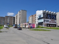 Pervouralsk, Chekistov st, 房屋 11А. 多功能建筑