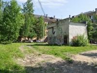 Первоуральск, улица Физкультурников. хозяйственный корпус